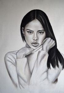 Retrato a carboncillo mujer eslava