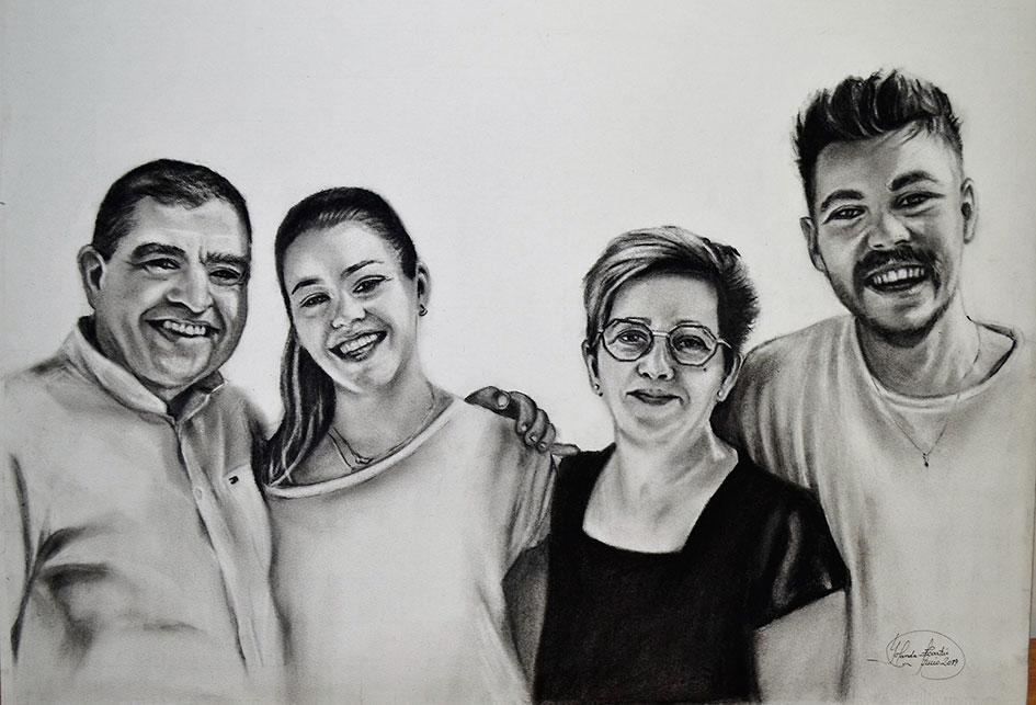Retrato familiar a carboncillo