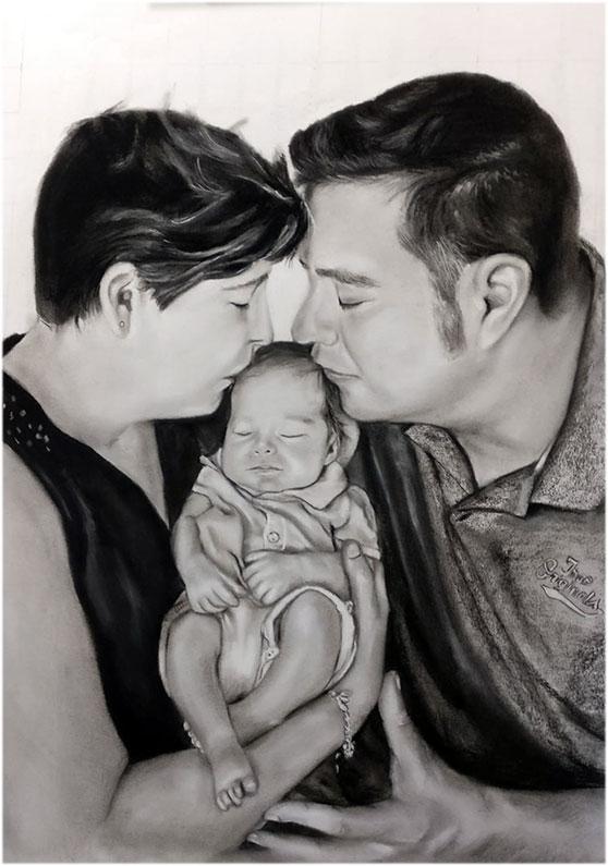 Encargo de retrato de pareja con bebé pintado a carboncillo y lápiz