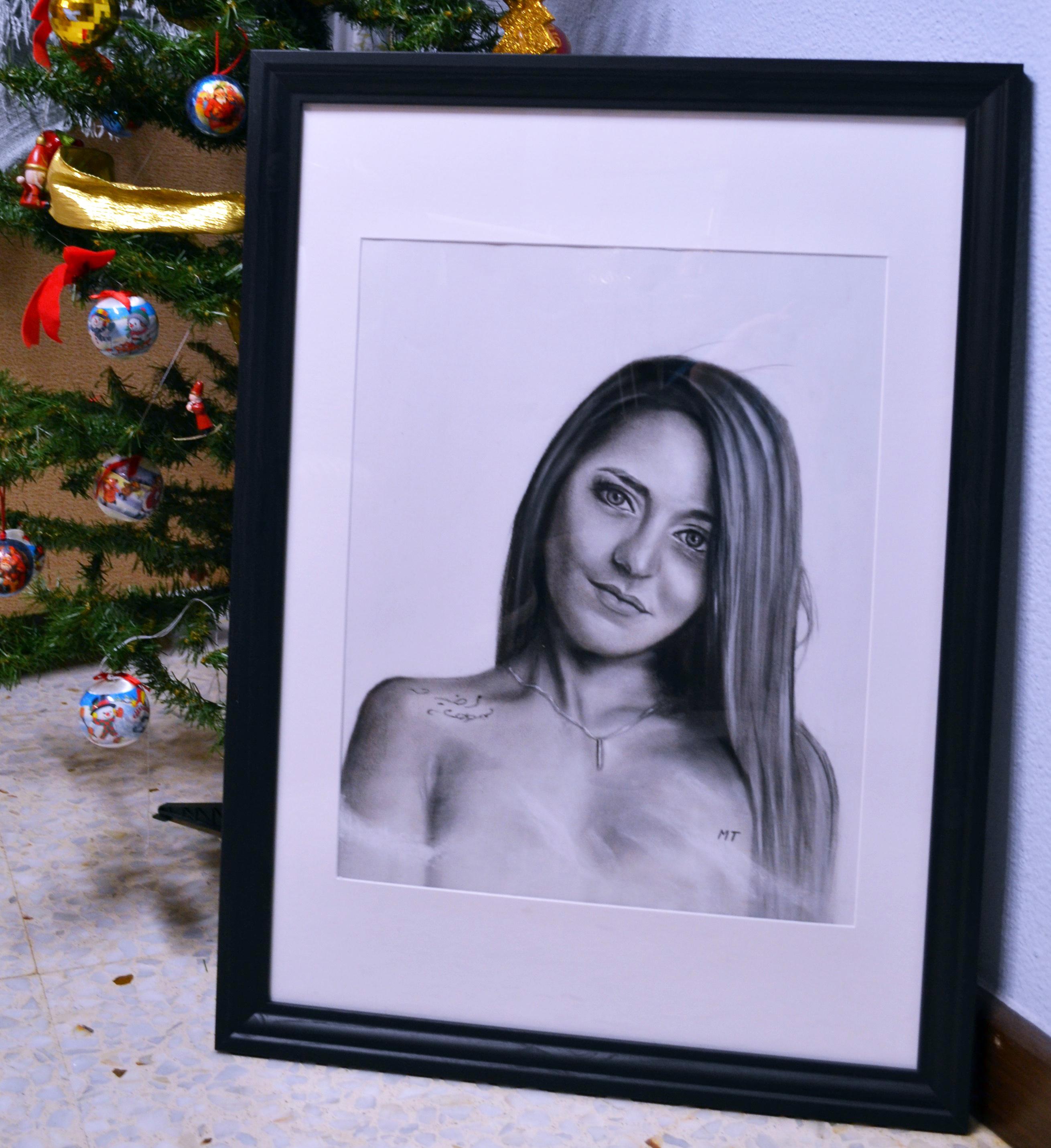 Encargo de retrato pintado a carboncillo y lápiz con marco