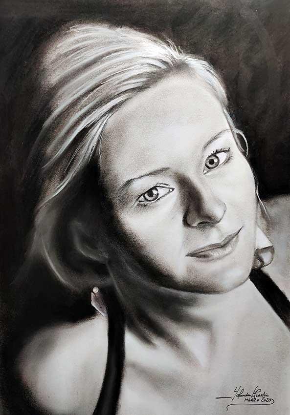 Retrato-a-carboncillo-y-lápiz de mujer