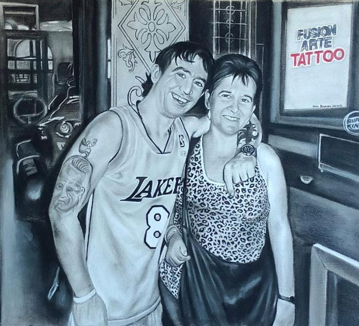 Retrato grande pintado a mano en carboncillo y lápiz