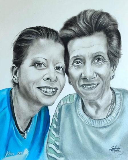 Ester con su abuela a pastel