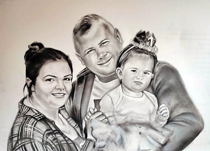 Retrato familiar a carboncillo y lápiz